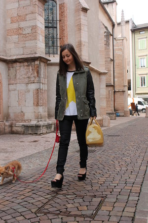 yellow Furla bag - dark khaki H&amp;M coat - black H&amp;M pants - black Zara wedges