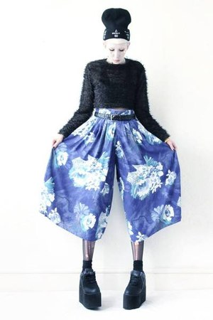 black platforms Cute to the Core shoes - blue culottes Mind the Mustard pants