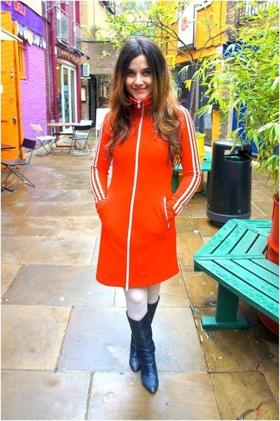 carrot orange adidas dress - navy Bally boots