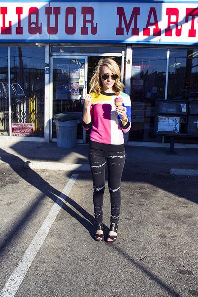 hot pink kate spade sweater - black Levis jeans - black Dolce Vita wedges