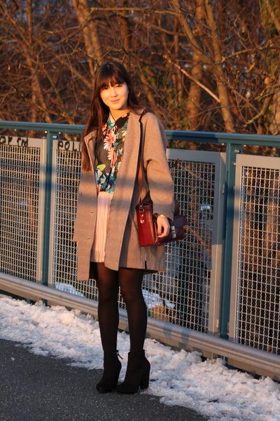 vintage coat - Zara shoes - vintage bag - Zara skirt - H&M blouse