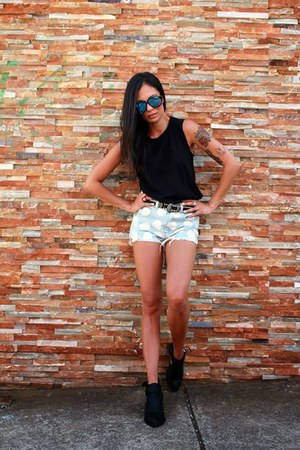 Jeffrey Campbell boots - Junk Clothing shorts - Le specs sunglasses