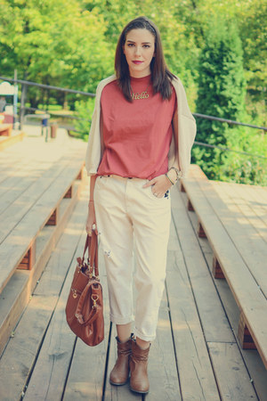 white pull&bear jeans - ruby red Bershka shirt - brown meli melo necklace
