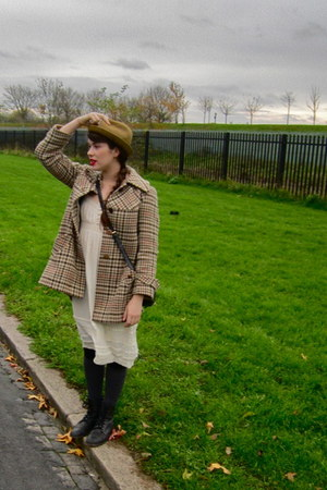 gifted boots - thrifted dress - vintage coat - Friends hat - Primark purse