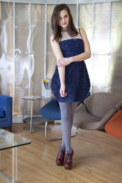 charcoal gray modcloth tights - navy modcloth dress - brick red modcloth heels