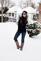 black beanie Aldo hat - navy straight leg Gap jeans - black Guess sweater