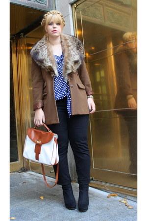 tawny camel wool Tristant jacket - black Gloria Vaderbilt jeans