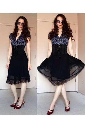 black skirt - navy silk floral thrifted blouse - black silk corset belt