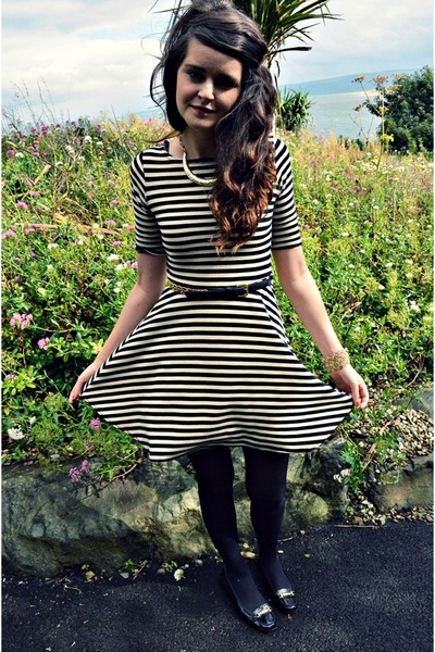 gold collar Primark necklace - black stripes Primark dress