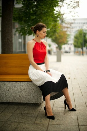 white pleated skirt River Island skirt - red second hand top