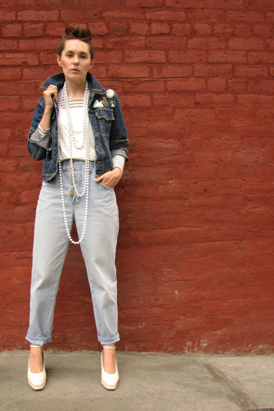 blue 15 years old Levis jacket - white wedges Vintage Biba shoes