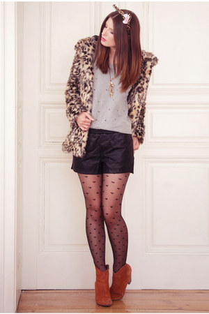 tan H&M coat - tawny humanic boots - tan humanic tights - black vjstyle shorts