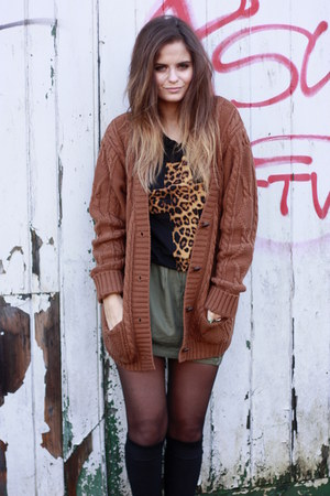 new look Chunky Cardigan cardigan - Cross T-shirt t-shirt - hm Army Skirt skirt