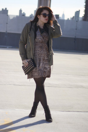 light brown snake print H&M dress - black Vivienne Kelly necklace