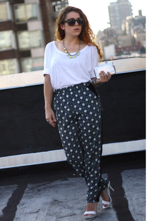 navy Bar III pants - white kohls heels