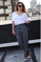 white kohls heels - navy Bar III pants
