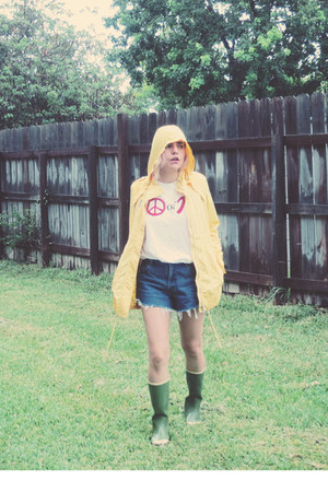 yellow rain coat Tommy Hilfiger coat - forest green American Eagle boots