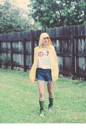 yellow rain coat Tommy Hilfiger coat - forest green American Eagle boots