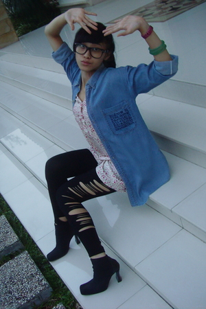 Blue vintage denim shirt - Pink flowery dress - DIY cut out leggings - Black boo