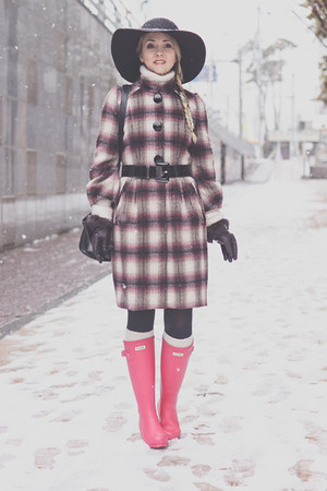 black OASAP hat - hot pink Hunter boots - purple Stefanel coat - black OASAP bag