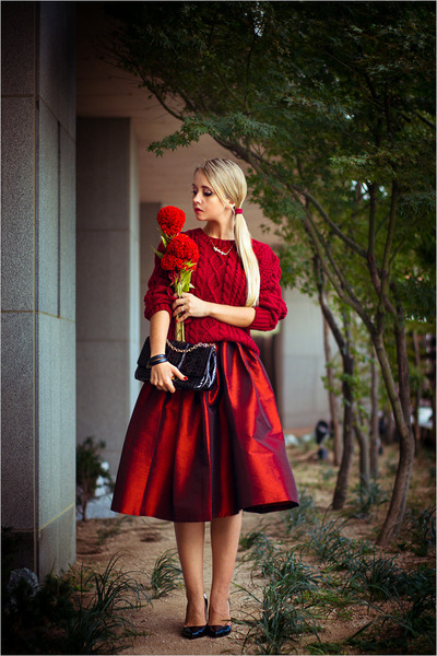 ruby red Choies skirt - maroon Chicwish sweater - black Choies bag