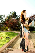 camel foreign exchange top - black Jeffrey Campbell boots - black H&M bag