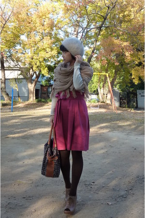 light brown shoes - camel scarf - brown kate spade purse - off white Gap top