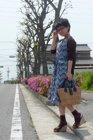 blue dress - straw bag - brown socks - wedges - brown Uniqlo cardigan