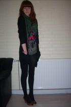 H&M shirt - 2ndhand scarf - H&M top - Topshop shorts - H&M tights - H&M shoes