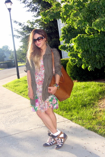 nude floral dress H&M dress - olive green parka new look jacket