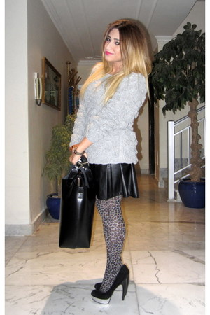 nude leopard print tights - heather gray sweater - black Zara bag