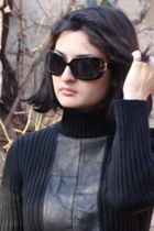 unknown brand sweater - skirt - SOliver boots - Ray Ban sunglasses