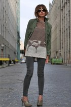 light brown printed linen Isabel Marant t-shirt - gray skinny James jeans