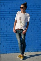 white Wildfox t-shirt - blue jeans madewell jeans