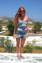 blue Zara shorts - brick red Tom Ford sunglasses - purple Ipanema sandals