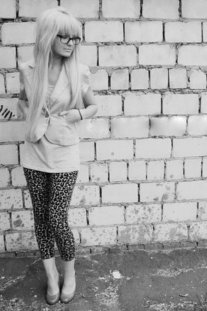 tights - a bit oversized t-shirt - short sleeved cardigan - flats