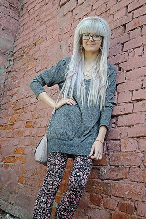 black pink floral H&M tights - heather gray Forever 21 sweatshirt