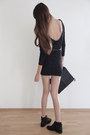 Black-zign-boots-black-studded-jimmy-choo-dress-black-burberry-bag-black-v