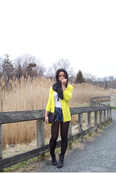 yellow XXI cardigan - black H&M boots - black Cole Haan bag - blue XXI shorts