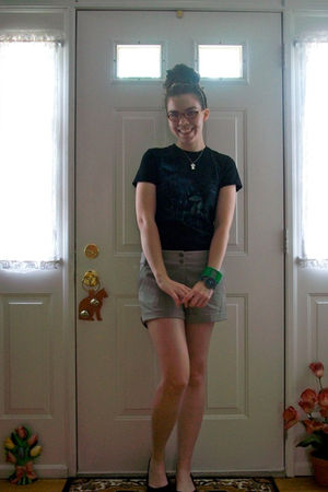 black wootcom shirt - beige H&M shorts - black Rocketdog shoes - green accessori