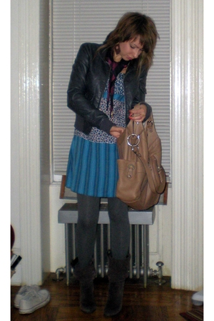 H&M jacket - forever 21 scarf - H&M dress - Makowsky purse - Uniqlo leggings - C