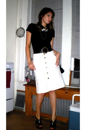 white H&amp;M skirt - black Miss Sixty shoes - black silk print Forever21 scarf