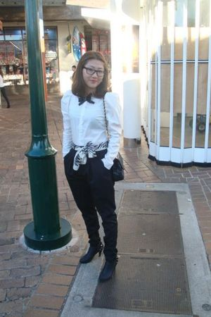 white shirt - black CMG scarf - black pants - black shoes - Ray Ban glasses