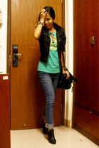 black Better B vest - green Original Trademark t-shirt - blue Levis jeans - blac