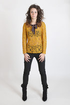Mikado yellow coloured cotton lace top with bow collar. Hand made in Italy.