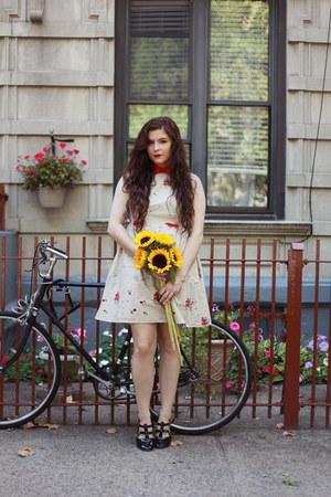 black Boohoo flats - ivory Cleveland Bound dress dress