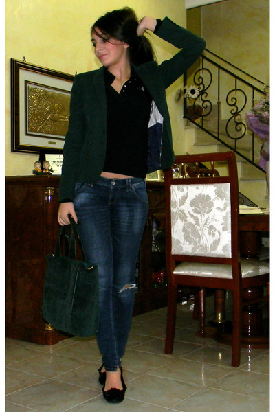 green jacket - shoes - jeans - bag - black t-shirt