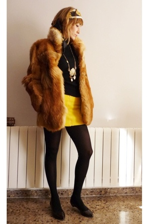 vintage coat - MNG top - Zara old skirt - BLANCO necklace - Calcedonia panties