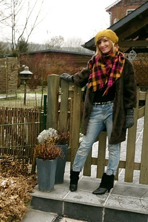 HyM scarf - hazel boots - MNG coat