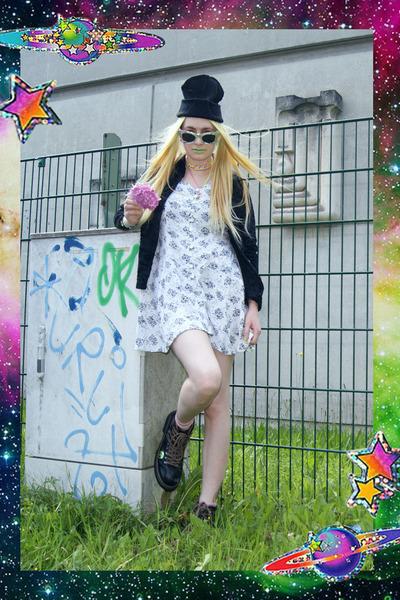white daisy vintage dress - black diy Dr Martens boots - black beanie H&M hat